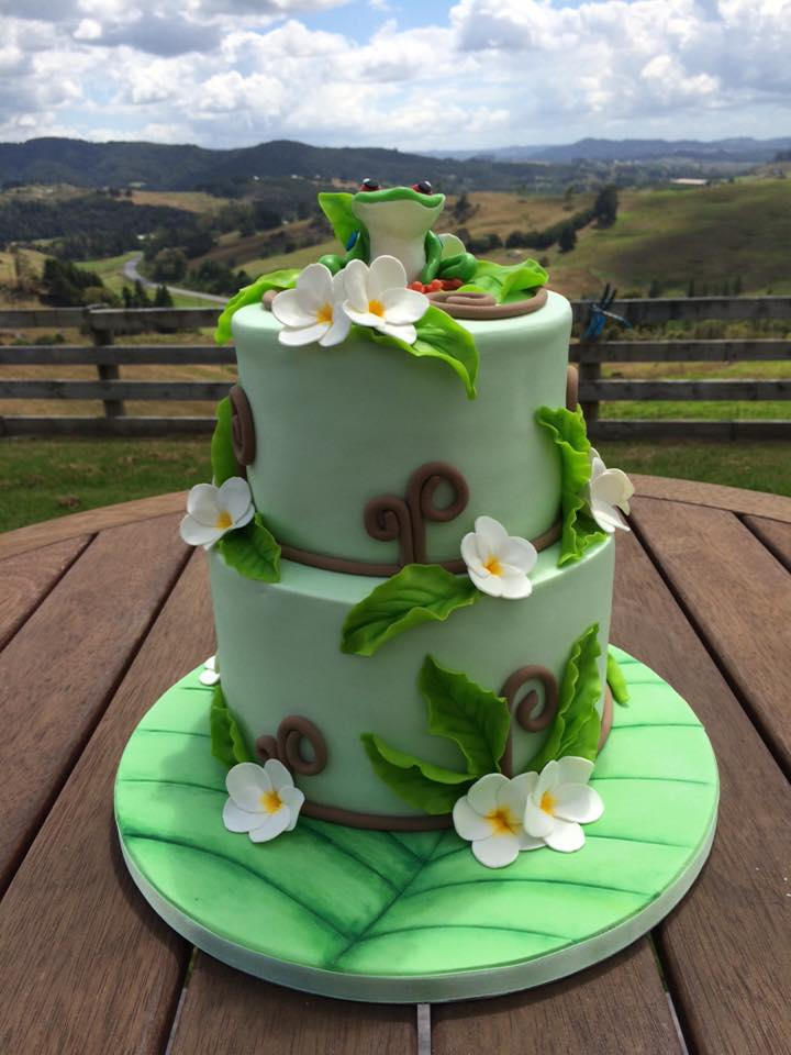 Green 2-Tier cake with frog topper by Kim Donker - Caketin Love