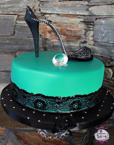 Black lace stiletto on green lace cake by Kim Donker‎ - Caketin Love