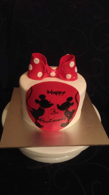 Mickey and Minnie Mouse  cake by Stacey Watkin