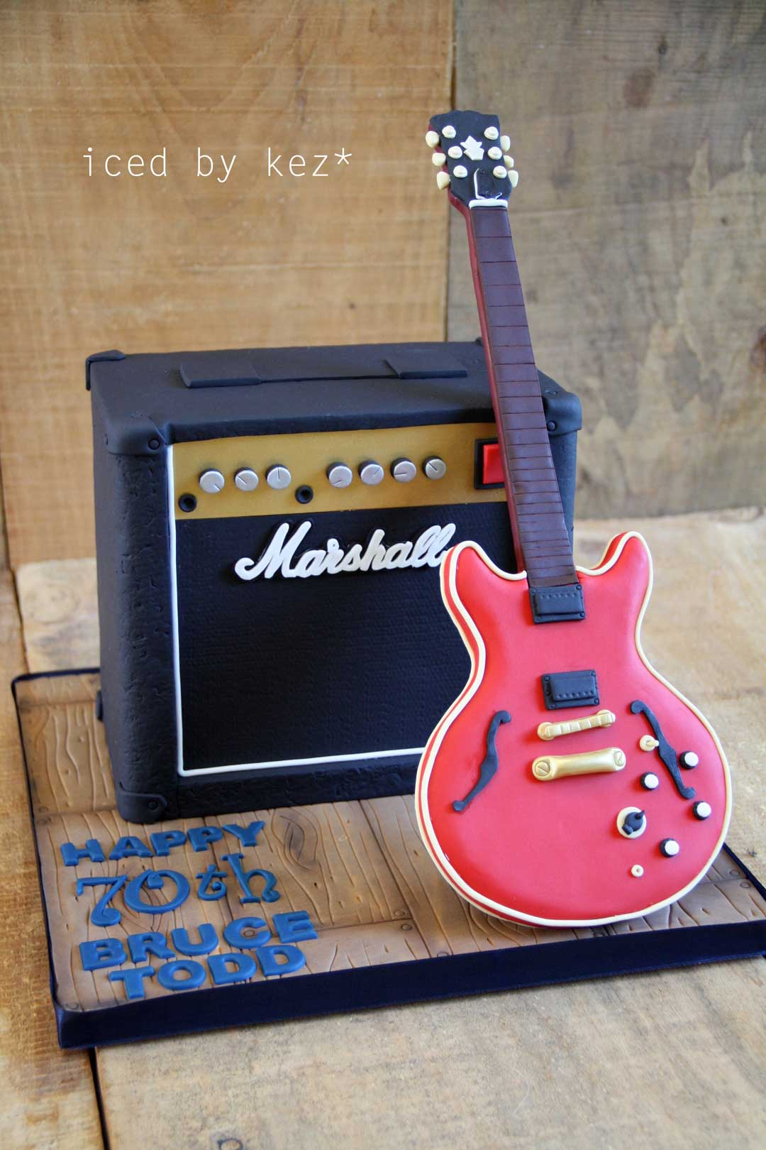 pettinice how to make a guitar amplifier cake. Black Bedroom Furniture Sets. Home Design Ideas