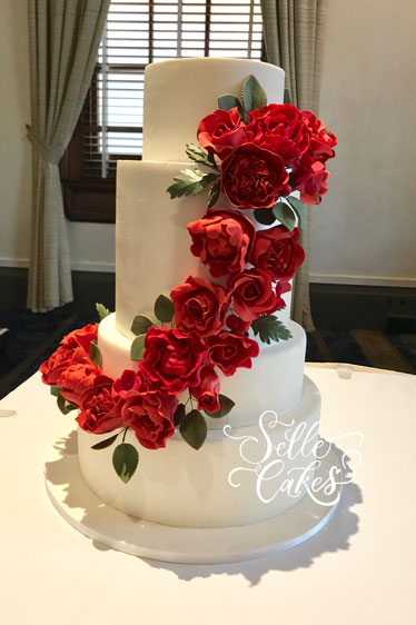 Wedding cake by Roselle Nael