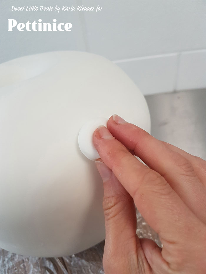 Use a ball of fondant to help smooth the fondant.