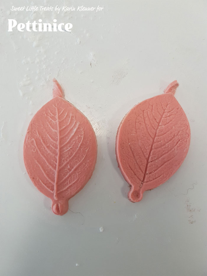 Vein your leaf or use your Dresden tool to create texture.